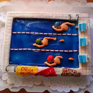 Торт бассейн с гребцами